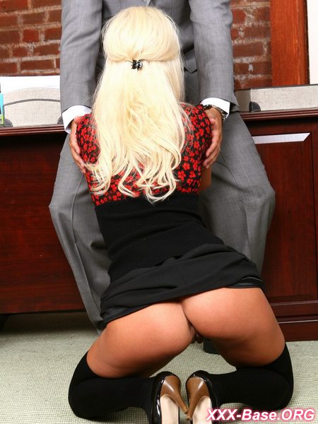 Ошибочная рассылка привела к классному сексу с начальницей