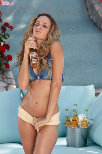08-29 - Prinzzess Felicity Jade - Taking Bottle Recycling To A Whole New Level