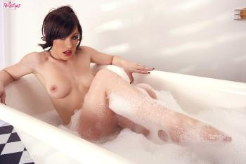 10-29 - Jennifer White - Cleanliness Is Next To Sluttiness