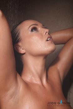 set002 Brown Bikini In The Shower 27.10.12
