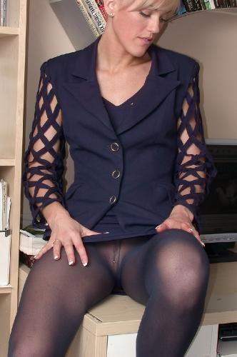 0875-Naomi-Wet Office