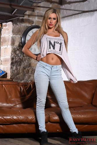 Jessy Ruth In Her Cute Top And Tight Denim Jeans