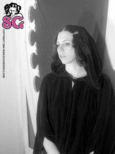 04-09 - Mia - Crucify