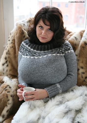 Cosy sweater and fur (2009 jan)