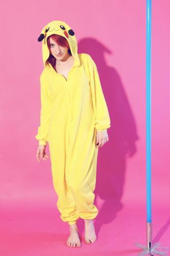 04 - Melanie - Unveiling Pikachu (65) 4000px