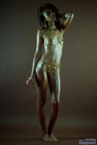05 - Julia - Black Mirror (91) 4000px