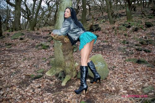 India Babe_Dogging In The Woods
