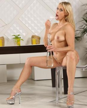Brittany Bardot - Wet And Pissy (2016) HD 720p
